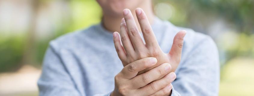 Frauen erkranken häufiger an Arthritis